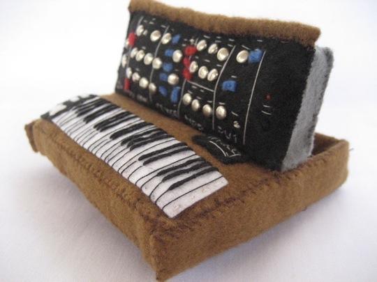 minimoog-pillow